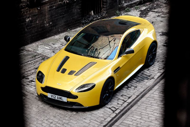 2015-Aston-Martin-V12-Vantage-S-overhead-view-on-street