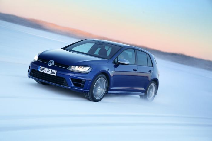 volkswagen_golf_r_ice_drive_tracking