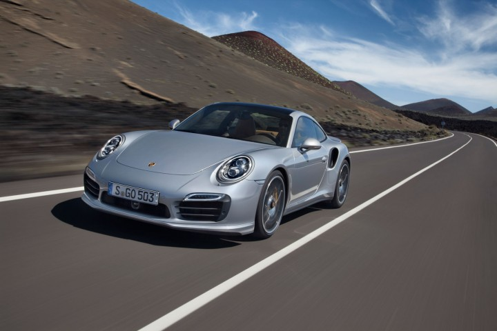 Porsche-911-Turbo-S-Coupe-06-720x480